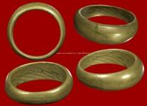 แหวนปลอกมีดเนื้อโลหะผสมโทนทองเหลืองรุ่นแรกปี2523 (สภาพ100%ไซด์ 63) หลวงปู่ดู่วัดสะแก