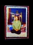 รูปภาพคุณแม่ลงสี ปลุกเสกงานพิธีเสกรูปเหมือนนั่งเก้าอี้ ตอกโค ๊ตสูนเฮง พร้อมของอธิฐาน 11 อย่าง