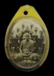 รูปถ่ายหลังโต๊ะหมู่บูชา ขนาดห้อยคอ หลวงพ่อสด วัดปากน้ำ ปี2500